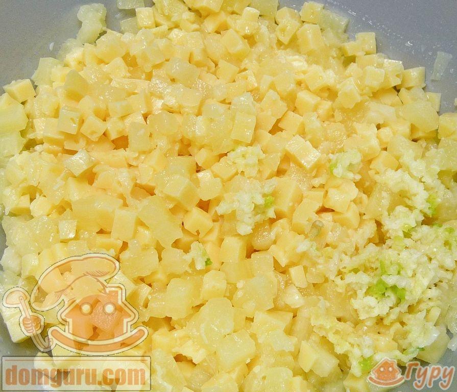 Салат из консервированных ананасов и сыра