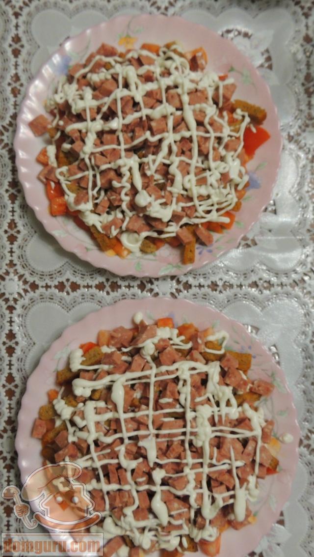 Салат с колбасой и сухариками рецепт с пошагово