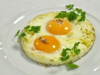 Как приготовить яичницу которая растекается — pic 7